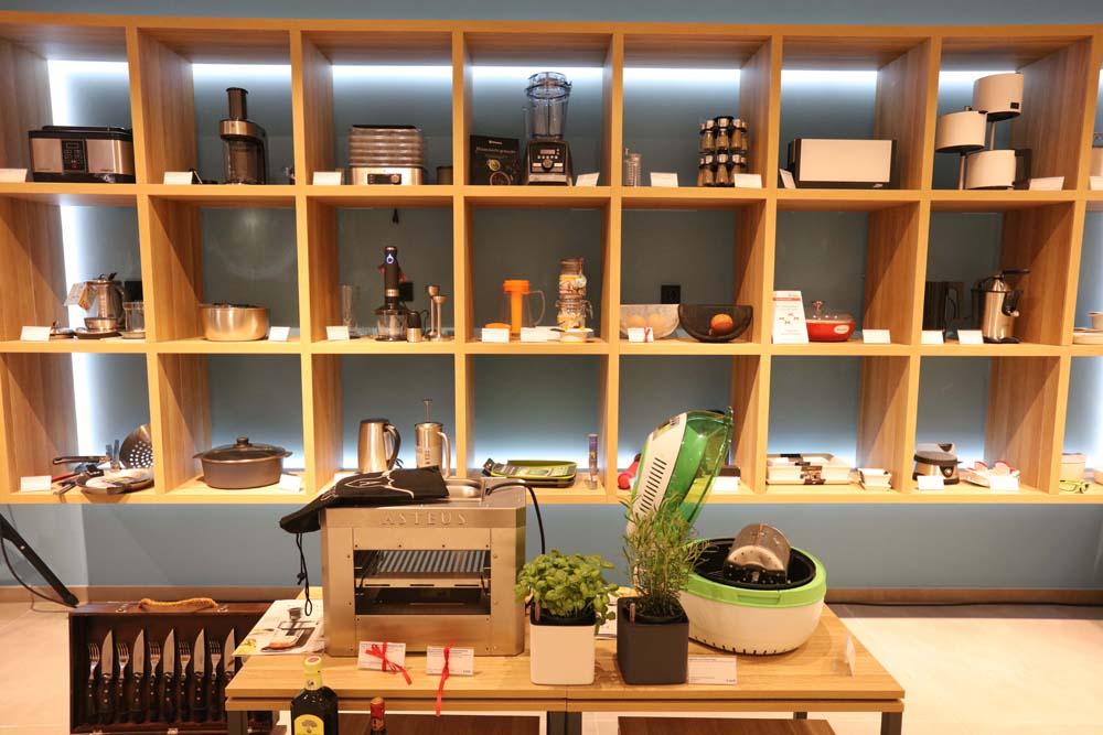 flagshipstore von pro idee mit glanzvoller feier er ffnet dex magazin lifesstyle magazin. Black Bedroom Furniture Sets. Home Design Ideas