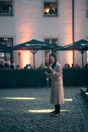 03_Courtyard-Concert_De-Medici_Frida-Gold